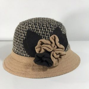 Toffee Apple Tan Tweed Floral Appliqué Cloche Hat